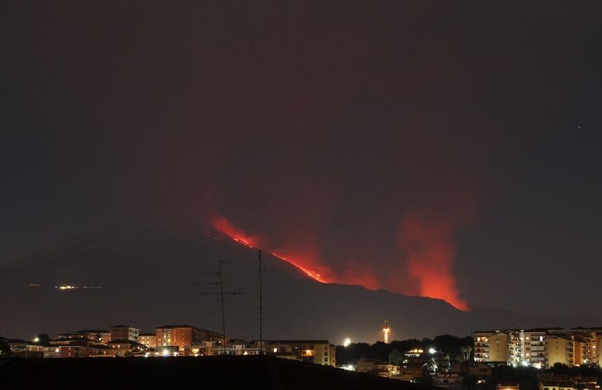 """Eruzione Etna, INGV:"""" l'emissione di lava  è gradualmente diminuita dal Cratere di Sud-Est"""""""