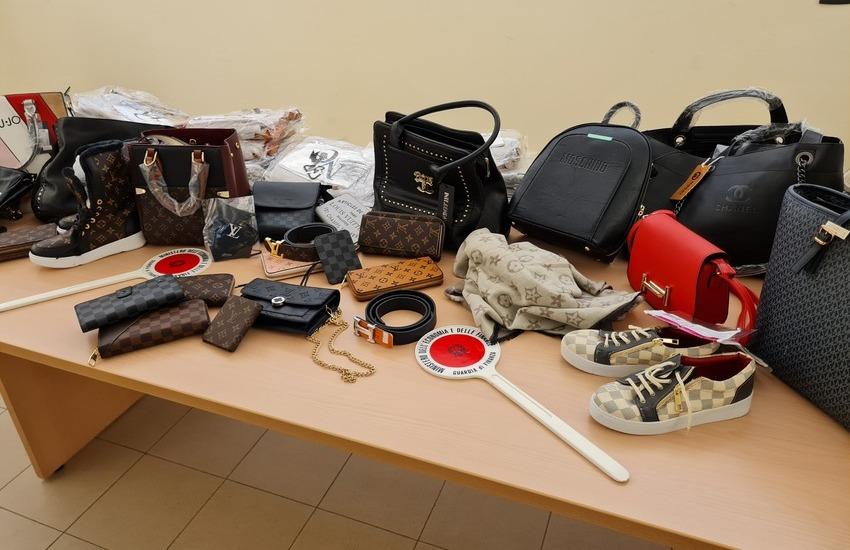 Bologna: mascherine FFP2 e accessori moda contraffatti sequestrati