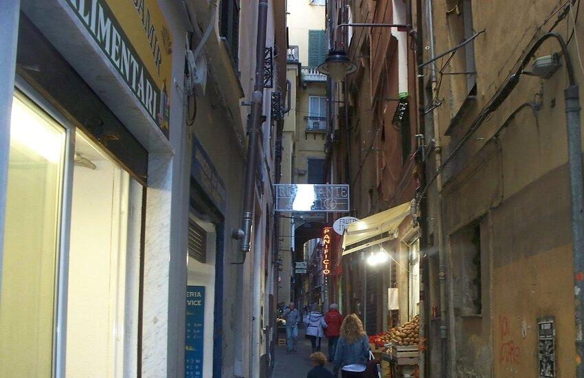 Covid Genova, festa in negozio:15 multe, locale chiuso 5 giorni