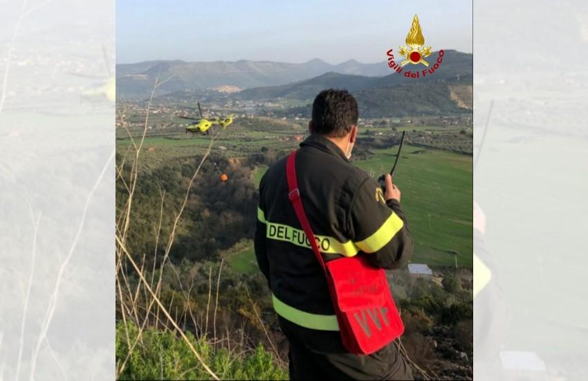 Sezze, vasto incendio lungo via Sorana: al lavoro vigili del fuoco e protezione civile