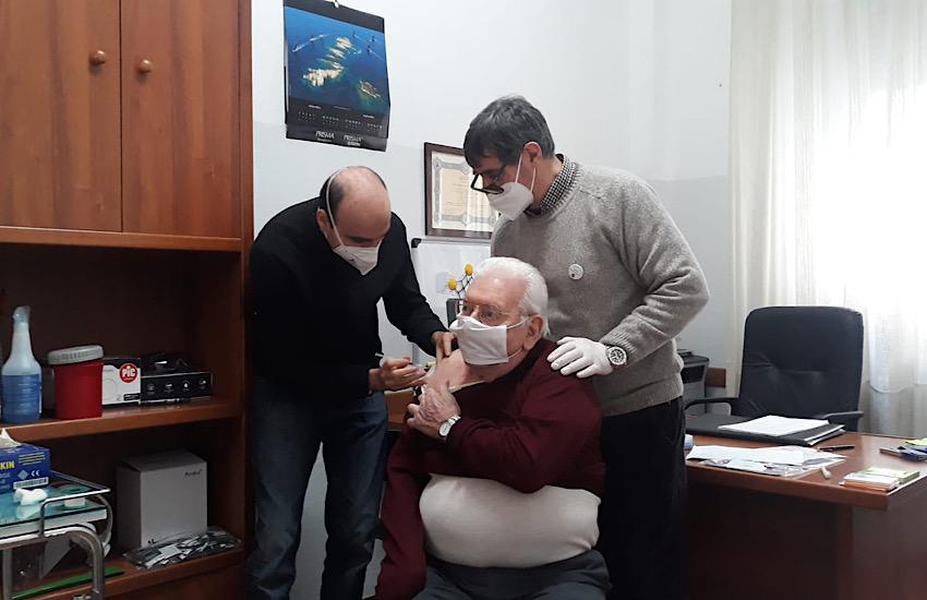 Permessi speciali per transitare nelle Ztl a chi accompagna anziani che devono vaccinarsi
