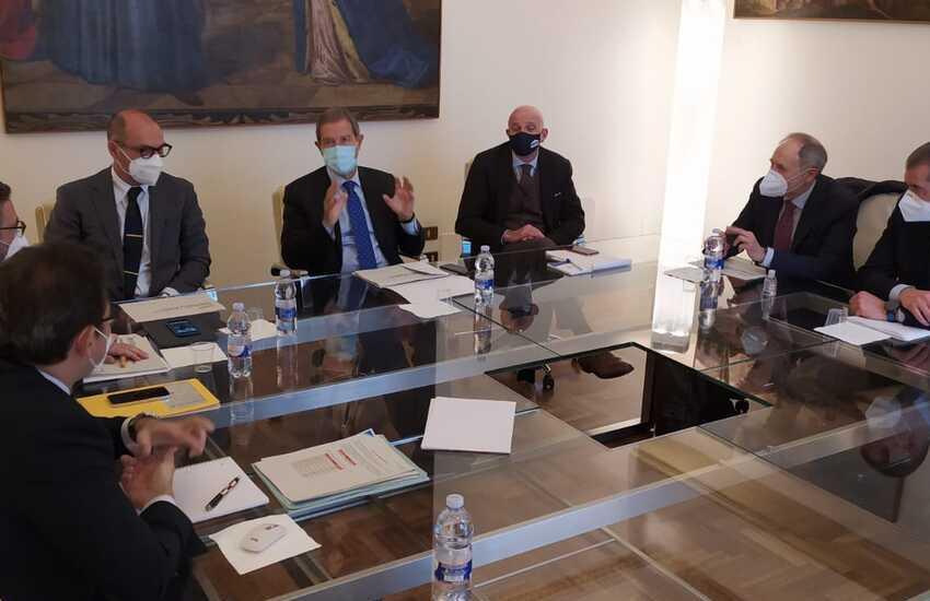 Musumeci incontra i vertici di E-Distribuzione: investimenti nell'Isola per 1,3 miliardi di euro