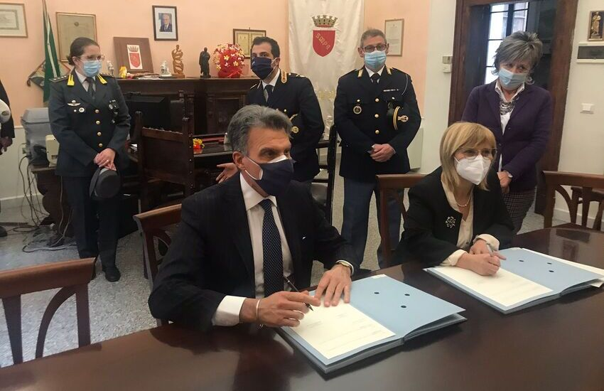 Sulmona: siglato il Protocollo d'intesa tra il sindaco e il questore (condividere le immagini di videosorveglianza)