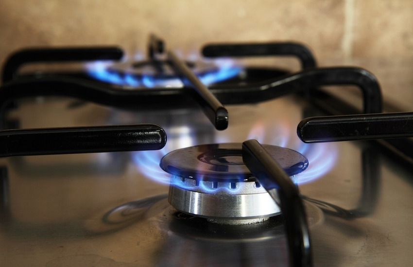 Bollette: Da aprile +3,8% per l'elettricità, +3,9% gas
