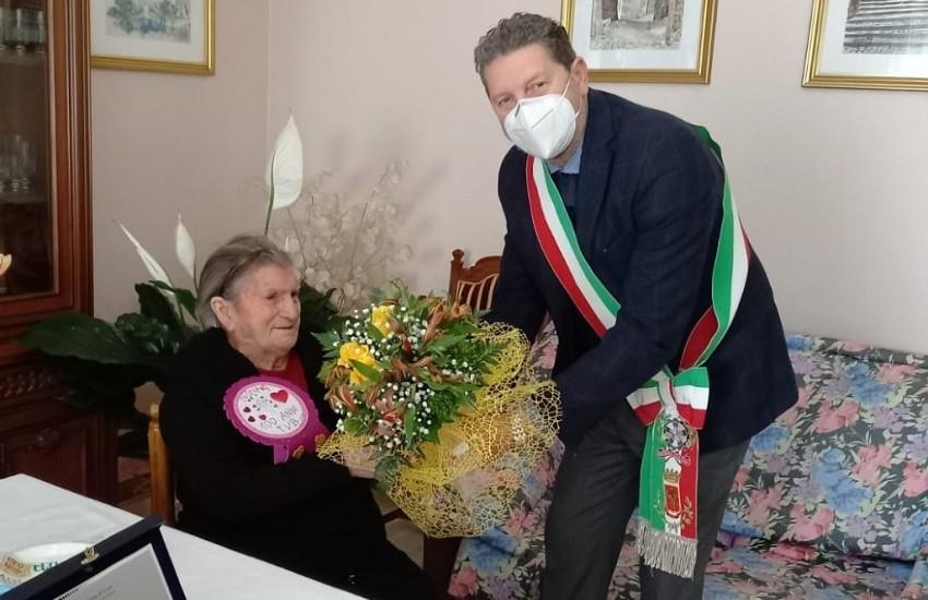"""I primi 100 anni di nonna Anna: """"Esempio di vitalità e longevità delle donne di Cori"""""""