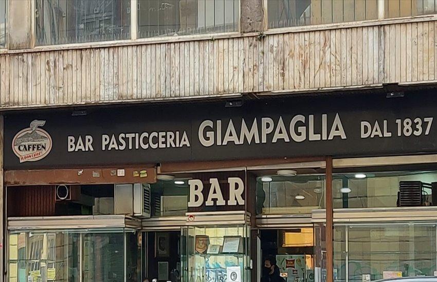 Chiude per sempre il bar Giampaglia di Portici, il commovente addio su Facebook