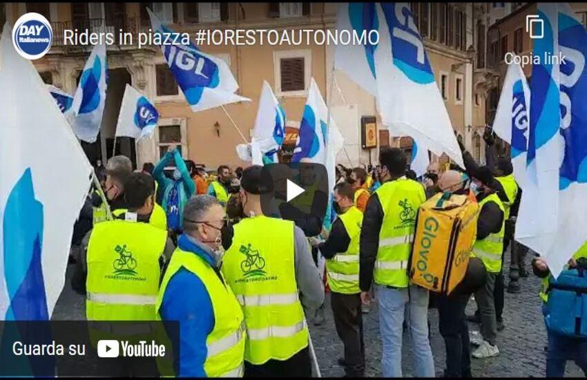 RIDERS IN PIAZZA PER DIRE NO AL LAVORO SUBORDINATO #IORESTOAUTONOMO