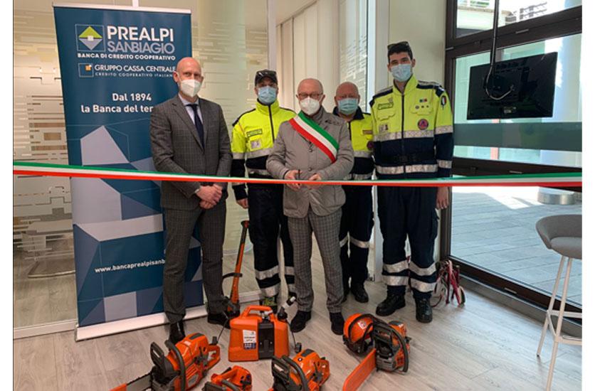 Montebelluna, Banca Prealpi SanBiagio ha finanziato l'acquisto di 4 motoseghe per la Protezione civile