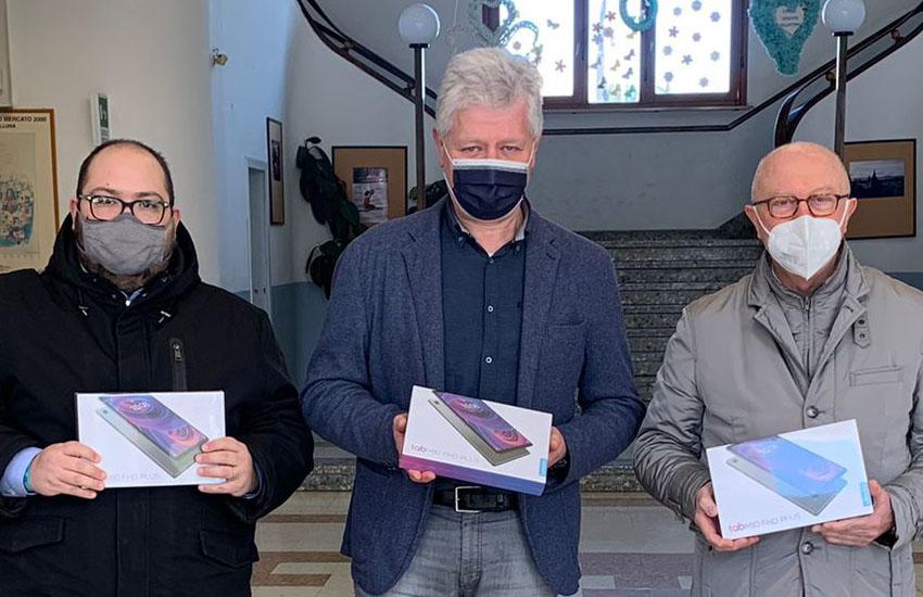 Montebelluna, consegnati i 30 tablet per le famiglie bisognose