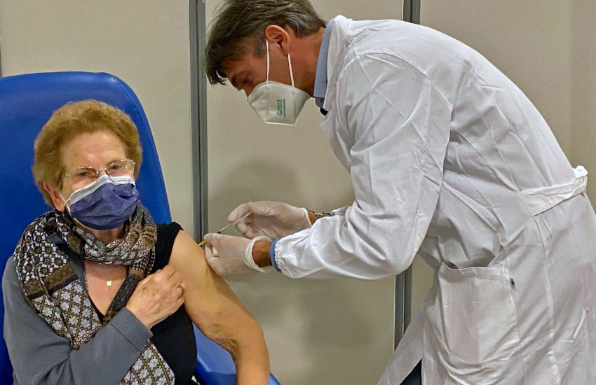 Covid, in Sicilia vaccinato il 90% degli over 80 che si sono prenotati