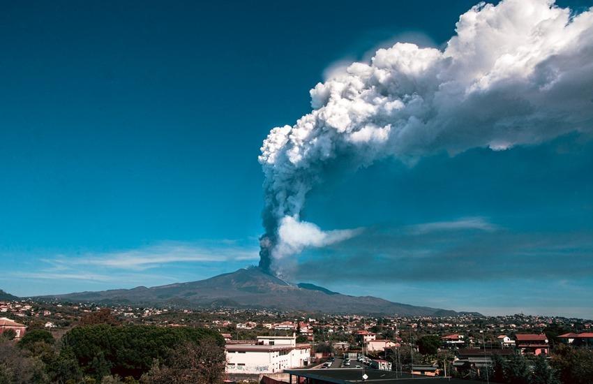 Misterbianco, avviso ai cittadini, rimozione cenere vulcanica