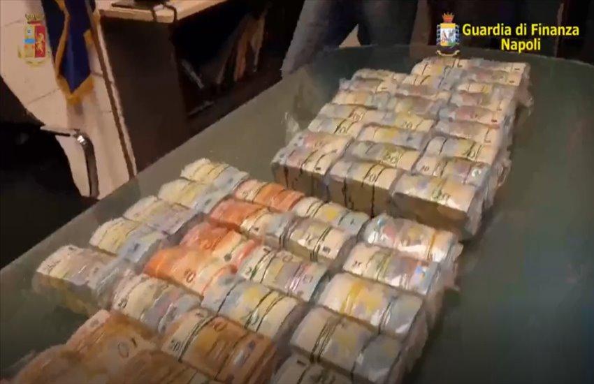 Traffico internazionale di stupefacenti tra Giugliano e Marano: droga, armi e denaro nascosti nei box auto (VIDEO)