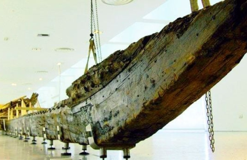 Gela, al via i lavori per l'esposizione della nave greca
