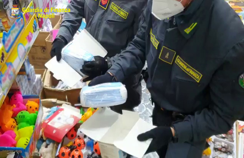 Portici: abiti contraffatti, mascherine e luminarie senza certificazione sequestrati in un ingrosso cinese