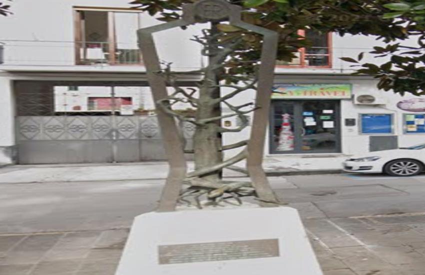Pomigliano, ritrovata la statua di Salvo D'Acquisto rubata per acquistare droga