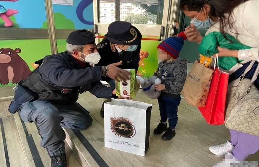 La Polizia regala uova di Pasqua ai bambini dell'A.O.R.N. Santobono-Pausilipon