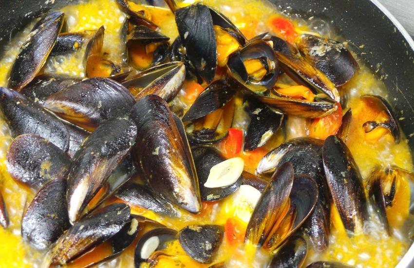 Zuppa di cozze a Napoli il Giovedì Santo, le vere origini della tradizione che affonda le sue radici nell'epoca borbonica