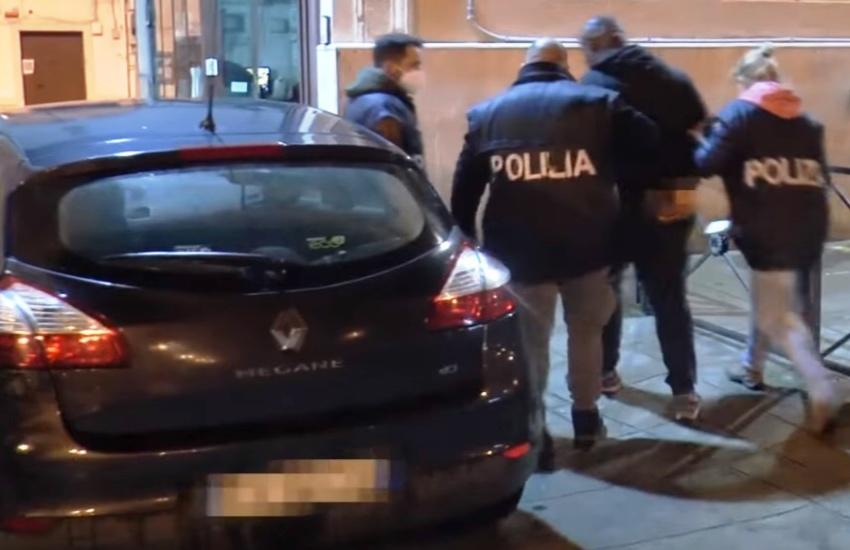 Rider aggredito davanti al McDonald's di via Appia, arrestato un collega
