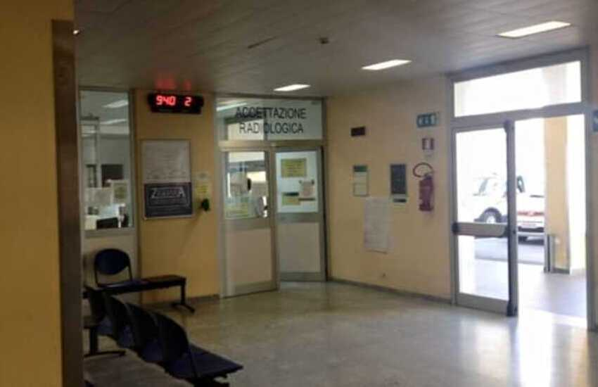 Calabria, si toglie la vita lanciandosi dalla finestra dell'ospedale