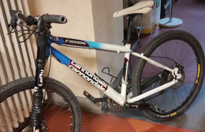 Ruba una bici da oltre 2mila euro, arrestato un italiano di 48 anni
