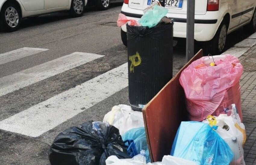 Lotta all'abbandono dei rifiuti. Al via a Lecce il progetto porta a porta per recuperare l'evasione