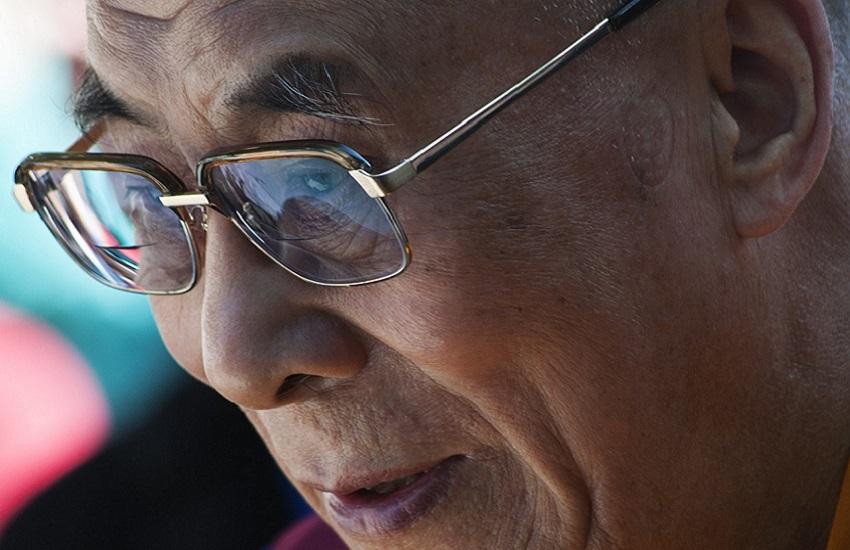 """The Guardian: """"Il Dalai Lama si è vaccinato con AstraZeneca"""""""