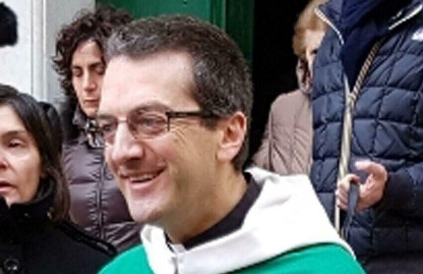 """Liguria, il parroco di Bonassola: """"Se non posso benedire le coppie gay, neppure le palme"""""""