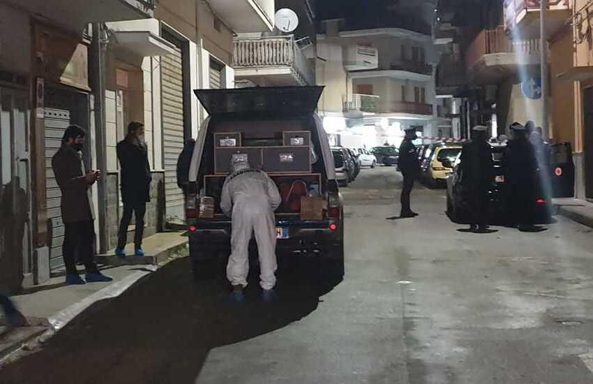 Femminicidio a Massafra, uccide moglie e suocera e poi scappa. Assassino trovato impiccato ad un albero
