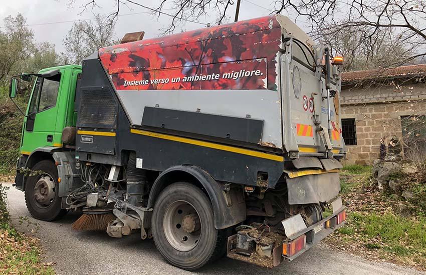 A Fontegreca la pulizia delle strade avviene con mezzi meccanici ma non solo