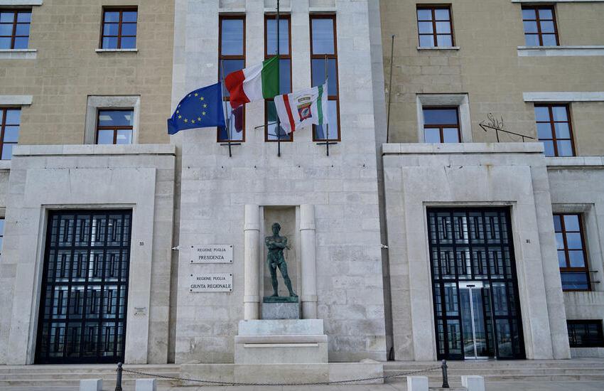 Giornata nazionale in ricordo delle vittime del Covid. A Lecce un minuto di silenzio e bandiere a mezz'asta