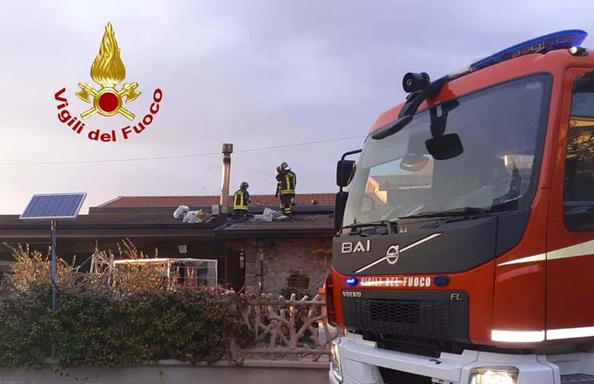 Atripalda, tragedia sfiorata. Incendio alla canna fumaria che ha coinvolto il tetto in legno