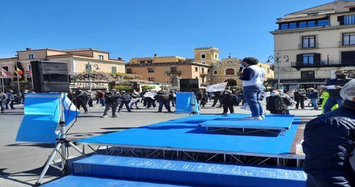 Sorrento, I Sindaci della penisola sorrentina manifestano per il rilancio del turismo