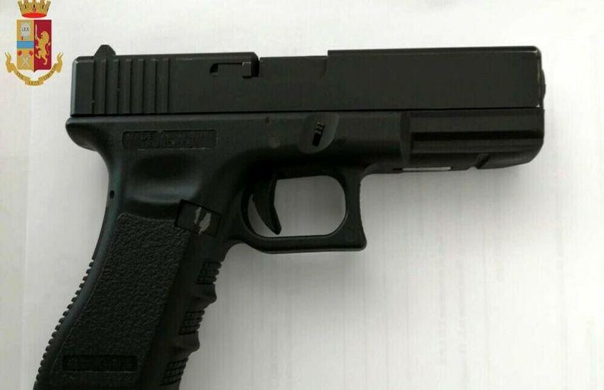 Milano: Rapina in treno con pistola giocattolo, arrestato 19enne