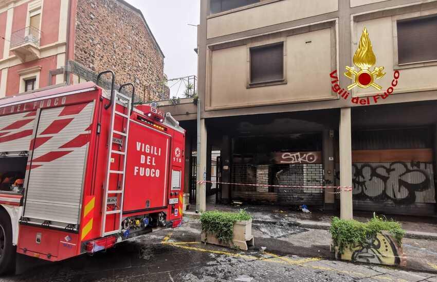 Via Reclusorio Del Lume, a fuoco locale abbandonato, Intervento dei Vigili del Fuoco per fumo in un edificio