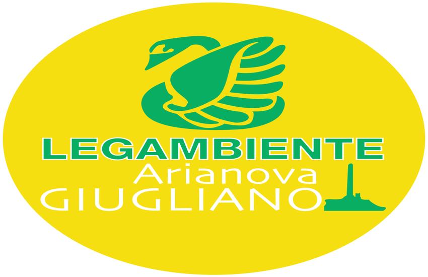 Giugliano, Lega Ambiente pulisce la rotonda di Varcaturo