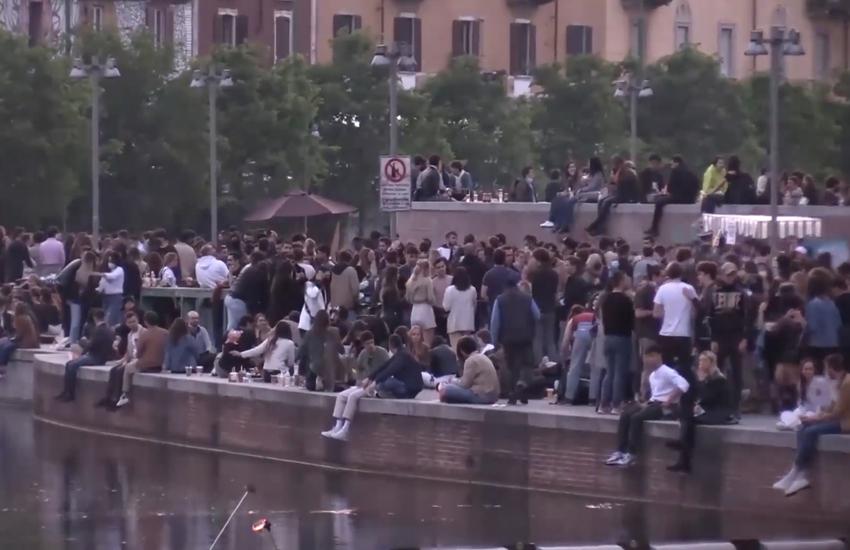 Milano: In Darsena si anticipa la zona gialla, via alla festa – Video