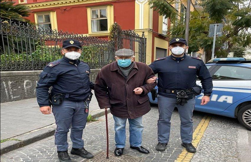 Non sa come raggiungere la Mostra d'Oltremare per vaccinarsi, 89enne di Secondigliano si fa accompagnare dalla polizia: la storia di nonno Antonio