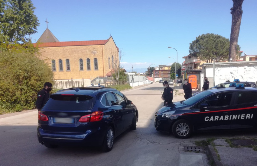 """Servizio """"Alto impatto"""" ad Arzano: controlli, perquisizioni e posti di blocco in tutta la città"""