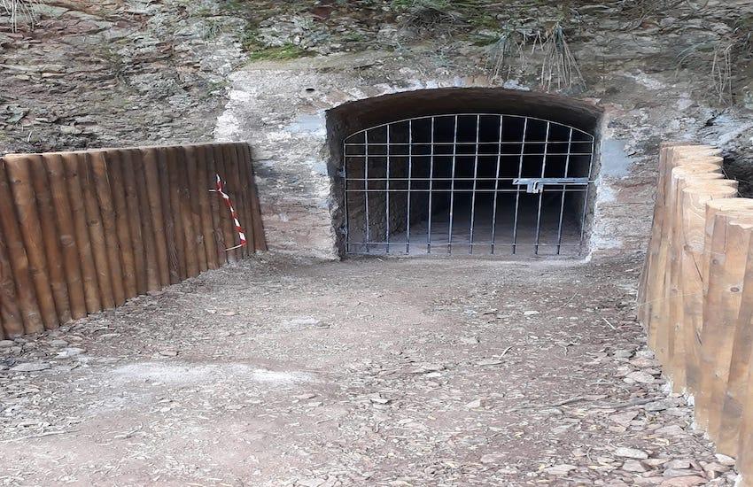Nuovo cancello per la galleria scavata per conto della marina da guerra tedesca nel 1944