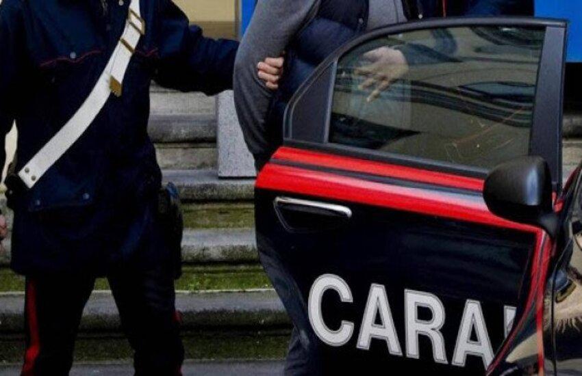 Era con la valigia in mano, pronto per scappare in Perù, bloccato spacciatore 27enne