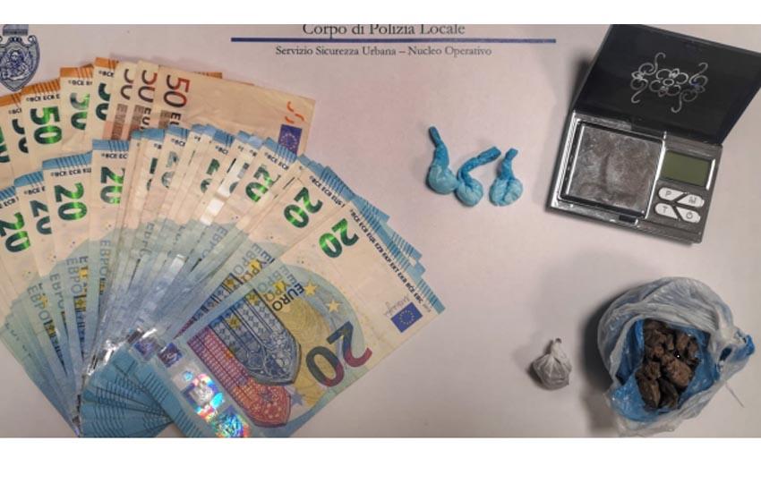 Mestre, droga e denaro nella camera del B&B, coppia di fidanzati arrestata dalla Polizia locale