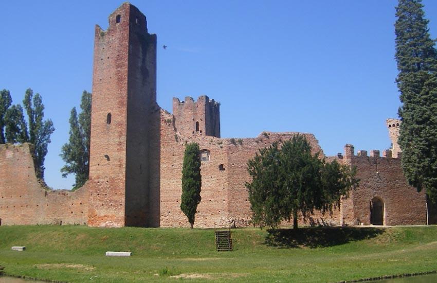 Noale, per il restauro della Rocca anche la riapertura di una seconda porta