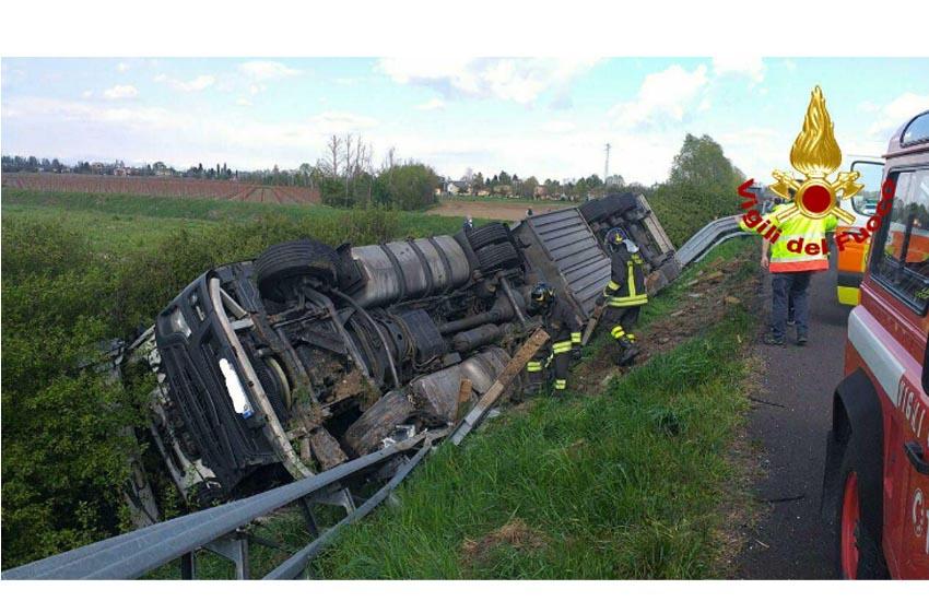 A4 Cessalto – Noventa, fuoriuscita autoarticolato che trasporta bobine di carta
