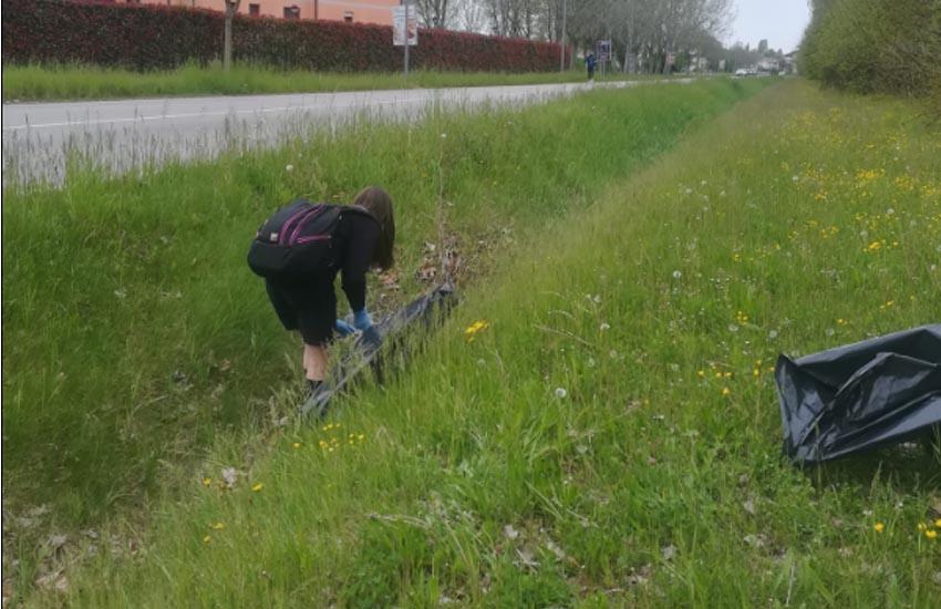 San Donà, le scout aiutano a mantenere pulita la città