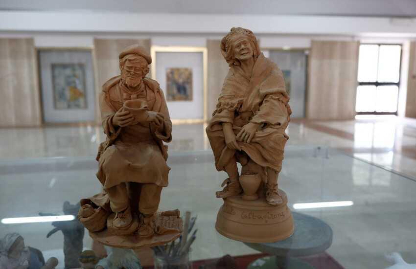 Caltagirone, consegnate da Genius Loci al Museo regionale della Ceramica due opere del maestro figurinaio Olindo Scuto