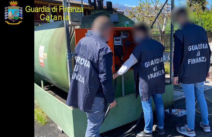 Catania, frodi nel settore petrolifero, sequestrati oltre 100mila litri di carburante