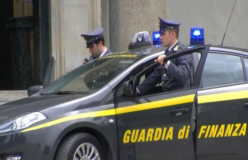 Asse Palermo – Napoli per il contrabbando di sigarette, arrestata la banda