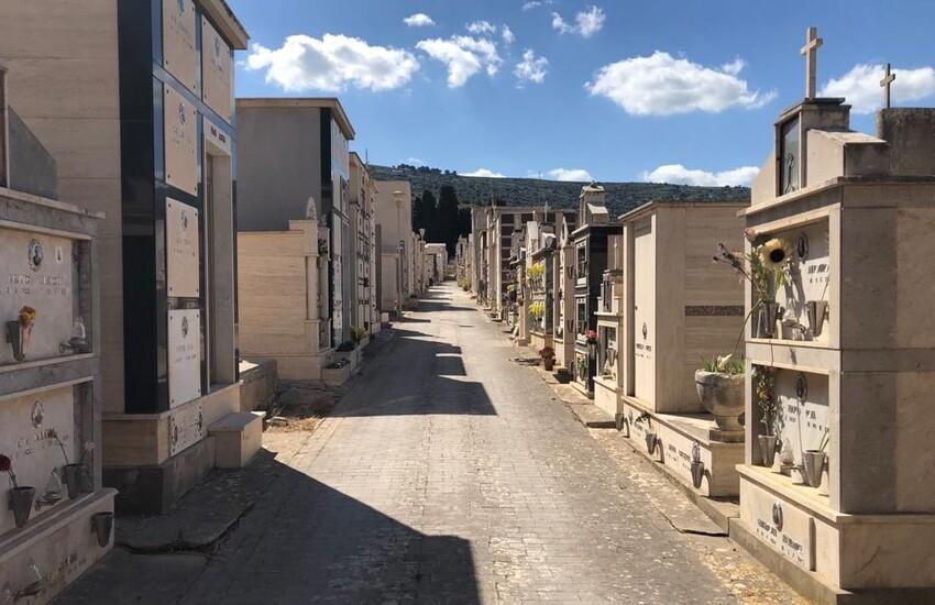 Non solo a Novembre: a Comiso il cimitero e la sua manutenzione sono una priorità tutto l'anno