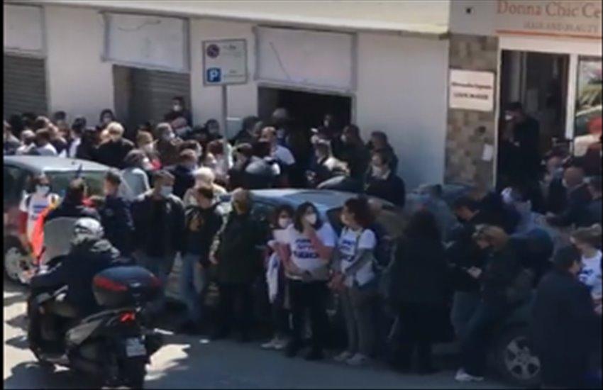 """I Colli Aminei scendono in piazza contro la camorra: """"Siamo tutti Bianca"""""""