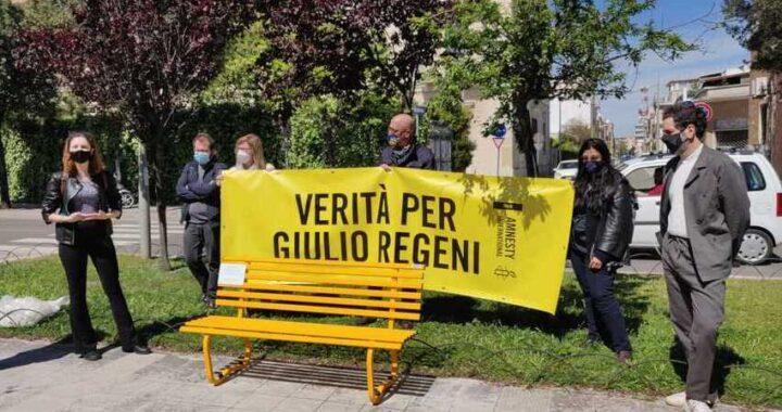 Anche a Lecce una panchina gialla per ricordare Giulio Regeni